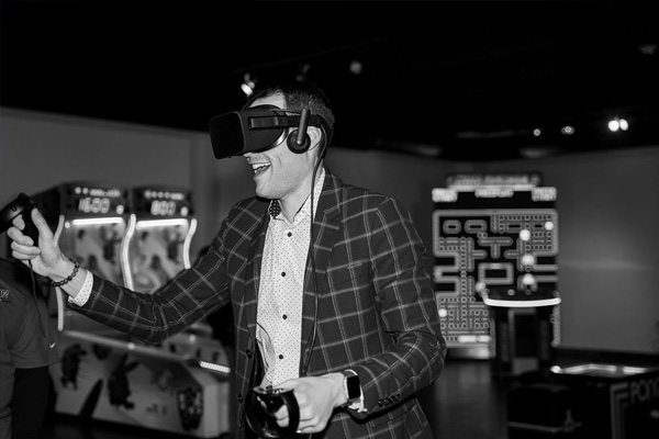vr station black and white picture